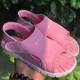 Marca niños niñas sandalia Campeón cartas sandalias de diseño CHAMP sandalias planas niños playa exterior zapatos de diseñador de niños 24-35 Nuevo C52506 desde fabricantes