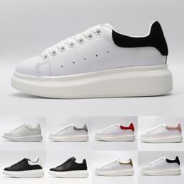 554d121b7 2019 sapatos brancos de sola grossa Sapatas quentes do desenhador para as  mulheres homens sapatilhas de