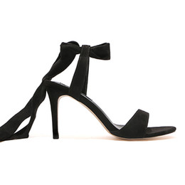 Tacchi a punta di piega d'arco nero online-2019 New summer bow strap tacchi a spillo e sandali in pizzo nero celebrity fairy sandali in pizzo peep toe