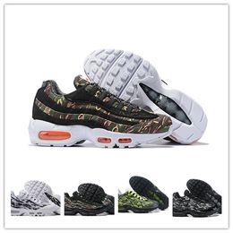 competitive price eac04 d2e0c 2019 Top Quality Air Cushion 95 Essential Running Chaussures 95s Hommes  Femmes Sports de plein air Baskets Brun Noir Blanc Designer Sneakers Eur  36-45