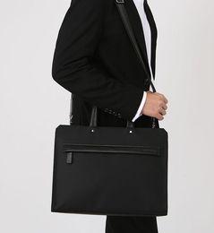 Canada Nouveau nylon pour hommes avec sac à main en cuir de style horizontal de documents de voyage d'affaires de sac à main en cuir sac à bandoulière unique Offre