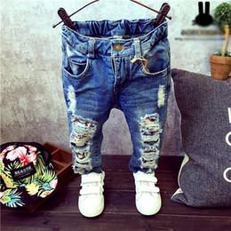 Chicos agujeros jeans online-Muchachas de los bebés niños Jeans Primavera niños del invierno Broken Hole pantalones pantalones de la manera 2-7yrs niños Pantalones Niños Ropa ZJ04