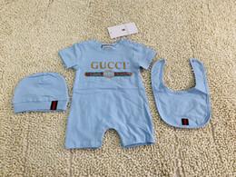 Mamelucos de niña linda online-3 UNIDS Baby Rompers + Hat + bibts Baby Boys Girls Set Conjunto Lindo Mono Infantil de algodón de manga corta para niños Ropa para el envío libre