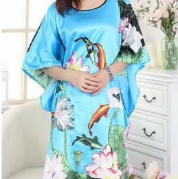 2019 flores do azul do falso Chegada nova Luz Azul Feminino Faux Silk Nightwear Elegante Moda Salão Vestido de Casa Macio Desgaste Kimono Vestido de Um Tamanho flores do azul do falso barato