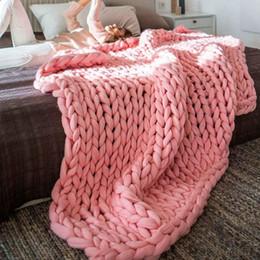colchas azuis claras Desconto 100x150 cm Quente Handmade Throw Blanke Sofá Cama Chunky Knitting Blanket Linha de Fios Grossos De Malha De Lã Lance Comforters Decoração Da Sua Casa