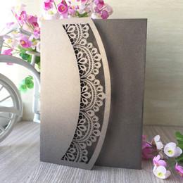 Cartões elegantes para o casamento on-line-30 Pcs Oco Cartão de Convite de Casamento de Corte A Laser Elegante Tri-fold Dobras de Bolso Convites de Casamento De Corte A Laser para Qualquer Coisa Eventos