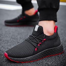 Sapatas running coreanas do homem on-line-19 explosão modelos sapatos masculinos moda casual voando tecido estudantes respirável tênis de corrida coreana resistente ao desgaste