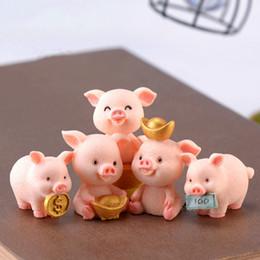 Dekoration vermögen online-Glücksschwein Puppe Ornament Schwein Jahr Cartoon Anhänger Miniatur Figuren Zubehör Fee Garten Dekoration Moos Micro Landschaft Material DIY