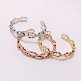 bracelete em forma de c Desconto Hot jóia mulheres pulseiras H pulseiras C em forma de porco focinho amor pulseira pulseiras três cores da moda femle