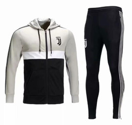 Blusas de inverno on-line-2018 2019 juventus camisola do hoodie de futebol de inverno terno sportswear Ronaldo campeão de Manga Longa kits jaqueta de futebol juve