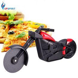 pizza-kochgeräte Rabatt Upspirit Motorrad Form Pizza Roller Pizza Messer Kochutensilien Pizza Werkzeuge Kuchenwerkzeuge Schalenräder Schere Backen Liefert