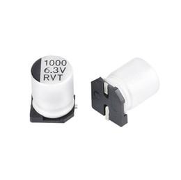 kondensator blau Rabatt Aluminium-Elektrolytkondensator 1000uf / 6.3v SMD 8 * 10.5LED Eingeweiht
