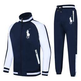 Traje deportivo de 2019 nuevos hombres de moda con telas importadas, cómodos personajes de bordado, blanco y negro y dos colores desde fabricantes