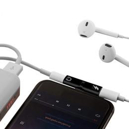 Tomas de teléfono celular online-Adaptador 2 en 1 A 3.5 mm Jack Auriculares Cargador Adaptador de audio cubos de carga Para el teléfono 8 9 más teléfono celular