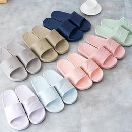 2019 piano familiare Calde pantofole multicolor estate pavimento scivolo casa pavimento pantofole famiglia coperta striscia piatta bagno sandali donne # G2 piano familiare economici