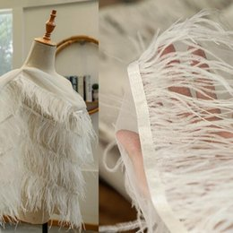 Tecido de avestruz on-line-Cabelo de avestruz criativo pena longo rendas Acessórios máscara de tecidos illustion vestido de tecido de gaze de casamento tecido de manequim de festa tweed A440