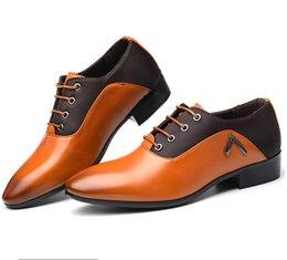 Billige hochzeit keile schuhe online-2019 Billig PU Kleid Schuhe Gummi Laufsohle Italienische spitze Schuhe, Party Hochzeit Schuhe