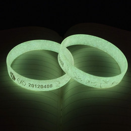 x armbänder Rabatt KPOP EXO GOT7 MONSTA X Mode Unendlichen Gleichen Stil Fan Hergestellt Silikon Leucht Armband Armband Wannaone Fluoreszierende Armband