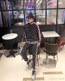 Ropa deportiva de terciopelo online-Nueva moda para hombre, ropa deportiva masculina, sudadera casual, traje deportivo de la marca Man, ¡Chándal con capucha al aire libre para hombres!