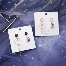 e67f8ee07461 Estilo de Corea Aguja de Plata de Moda Asimetría Estrella Luna Pendientes  Sueño Pendientes de Gota de Cristal para Niña Mujer Accesorios de Moda