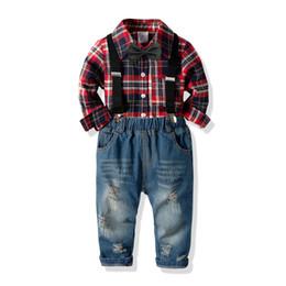 pajarita jeans Rebajas Camisa de manga larga de solapa a cuadros para niños + Bows tie + hole doble bolsillo suspender jeans 3pcs conjuntos 2019 primavera nuevos niños trajes casual F3990