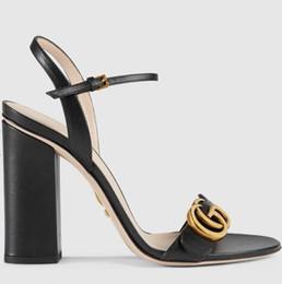 Gummisandalen für frauen online-Sommer Branded Damen Leder High Heel Sandale Designer Lady Goldfarben Hardware Einstellbare Knöchelriemen Gummisohle ChunkY Heel Sandal ...