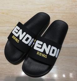 Toboggans de piscine Palazzo Medusa avec tête en relief Medusa caoutchouc caoutchouté à enfiler sandales en PVC Sandales Pantoufles Pantoufles à la mode 77FENDI ? partir de fabricateur