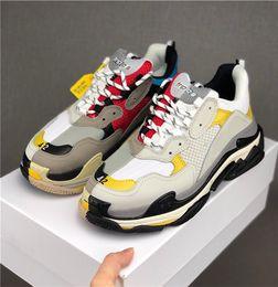 Sapatos mais limpos on-line-Top Quality Sapatos Casuais de Luxo Triple-S Sapatilhas Limpas Das Mulheres Dos Homens de Jogging Sapatos de Festa Triplo S Sapatos Casuais Sapato de Caminhada Sapato Pai sapatilhas