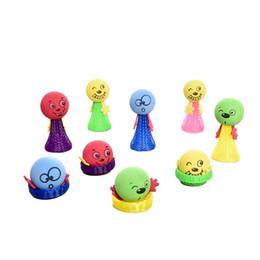 6.5CM Emoji Fly Man Jump Bounce Elf Jump Doll Giocattoli colorati divertenti Giocattoli educativi per bambini da