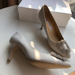 2019 zapatos al por mayor para la boda 2019 Venta al por mayor-Moda dimaond brilla fiesta de tacón alto fiesta de fondo rojo bombas sexy tacones de oro zapatos de boda 34-40 yc19031209 zapatos al por mayor para la boda baratos