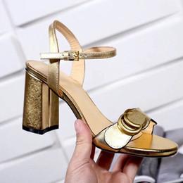 sandalias planas de plata strass Rebajas 2019 Mujer Zapatillas Sandalias Diseñador Zapatos La mejor calidad Verano Talones Sandalias Chanclas Sandalias de moda con caja Tamaño: 35-40 Envío gratis 13