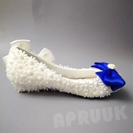 3 см каблук белые туфли Скидка Синий белый лук кружева цветы свадебные туфли невесты 3 см низкий удобный каблук женщина дамы девушки партия ужин белый кружева насосы обувь