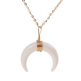Hornfarbe halskette online-Heiße Art und Weise einfache weiße / schwarze Farbe Knochen Double Moon Horns Charme-hängende Halskette Goldkette Chocker Kragen