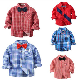 2019 blusa de arco de rayas Camisa a cuadros de los niños del muchacho con la pajarita Camisetas de rayas de algodón de manga larga Tops de caballero del otoño Shellort Inglaterra Blusa de moda Top Ropa nueva blusa de arco de rayas baratos