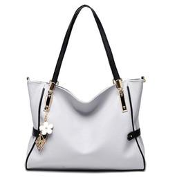 2019 Новый стиль сумки бренда модные кожаные сумки женские сумки на ремне, леди кожа цветок подвеска сумки сумки кошелек от Поставщики новый стиль кошелек цветок