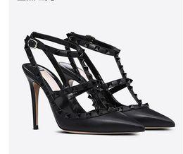 Estilete de rebites saltos studded on-line-2019 mulheres sandálias de salto alto sapatos de casamento de couro rebites Sandálias Das Mulheres Cravejado Tiras Vestido Sapatos v Sapatos de salto alto + caixa