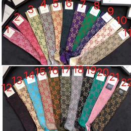 Línea muestra online-Multicolor Nueva letra G oro línea dorada impresa desfile de moda calcetines de caña femeninos delgados medias hasta la rodilla calcetines de punto de algodón con caja de regalo