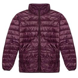 2020 giacca a zip intera Uomo Inverno Caldo Leggero Stand Collar Tasca intera Zip Packable Slim Down Puffer Casual, Giacca sportiva Solid giacca a zip intera economici