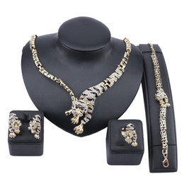 Ensembles de bijoux nigérians en Ligne-Exquis Dubai Gold Tiger Cristal Ensemble de bijoux de luxe Nigerian Femme Mariage Costume Collier Boucle d'oreille Bague Bracelet Set