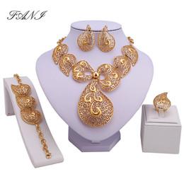 2019 dessins de perles nigériennes Ensemble de bijoux de luxe de Dubaï de couleur dorée grand mariage nigérian perles africaines ensemble de bijoux Costume Design ensemble de bijoux Y19051302