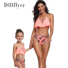 Mãe, filha, swimsuits on-line-Mulheres Two Piece Outfits Nova Moda Sexy Parent-criança Swimsuit Moda Biquíni Borda Voadora Mãe-filha Swimsuit Atacado