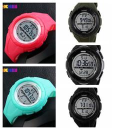 Deutschland 6 neue Art von Herren Sport elektronische Uhren verkaufen Taucheruhr Mode Uhren für männliche Studenten Versorgung