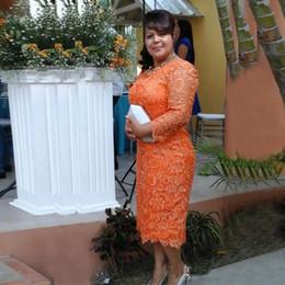 Vestido tamanho laranja on-line-Bainha de renda laranja mãe dress custom 2019 novo plus size manga comprida chá comprimento mãe dos vestidos de noiva mulheres vestidos de baile