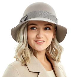 Nuovo arrivo Cappello di lana Autunno Inverno Noble europeo americano  elegante ragazze Fashion Cap signore Benna cappello donna lana Fedora M91 1174933be46d