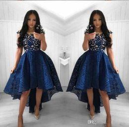 темно-синий высокой низкой платья Скидка 2019 Новые темно-синие коктейльные платья Line с круглым вырезом и кружевами с высоким низким выпускным платьем Короткие арабские вечерние платья Vestidos