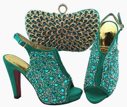 Zapatos de vestir de teal para las mujeres online-Zapatillas y bolsos para mujer de color verde azulado de alta calidad con una colorida decoración de cristal, zapatos africanos que combinan con el bolso para el vestido QSL005, tacón 12 cm