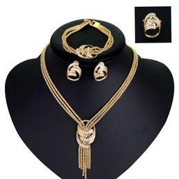 casar com o anel Desconto Designer de luxo Conjunto de Jóias Mulheres Noiva Colar de Borla de Ouro Brincos Anel E Pulseira Com Strass Atacado