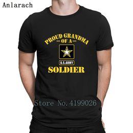 Armee neuheit geschenke online-Stolzes Armee-Großmutter-T-Shirt Ehrfürchtiges Druck-Rundhalsausschnitt-Hip-Hop-Spitzenmänner-T-Shirts Nettes normales Geschenk-Sommer-Art-Neuheit