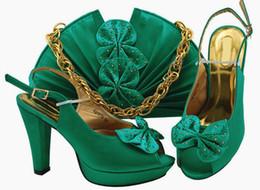Zapatos de vestir de teal para las mujeres online-Bombas y bolsos de mujer verde azulado bien vendidos con zapatos africanos de diseño de mariposa que combinan con el bolso MM1079, tacón de 11,5 cm