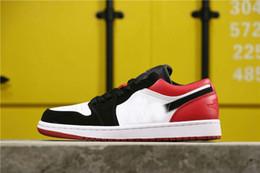 Sapato incrível on-line-New 1 OG Baixa criados Preto Toe místicos branco Homens Red Basketball Designer Shoes surpreendente Mulheres Fashion Desportivo Sneakers